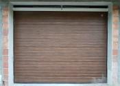 Segmentna garažna vrata u dekoru orah