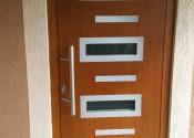 Ekskluzivna al ulazna vrata sa inox panelom i skrivenim krilom u dekoru zlatni hrast