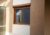 Pvc prozor sa al roletnom i rolo komarnikom u dekoru zlatni hrast