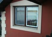 Pvc prozor sa rolo komarnikom u dekoru mahagoni