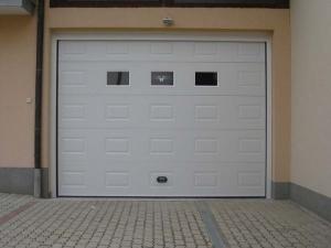 Segmentna vrata staklo